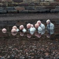 Follow the leader. London. UK. 2010, de  Isaac Cordal